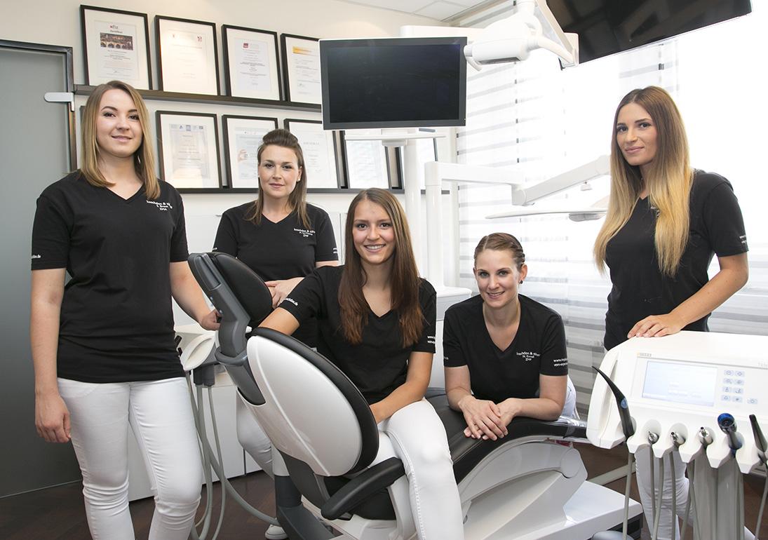 Gruppenbild-zahnarzthelferinnen