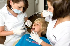 Kind beim Zahnarzt